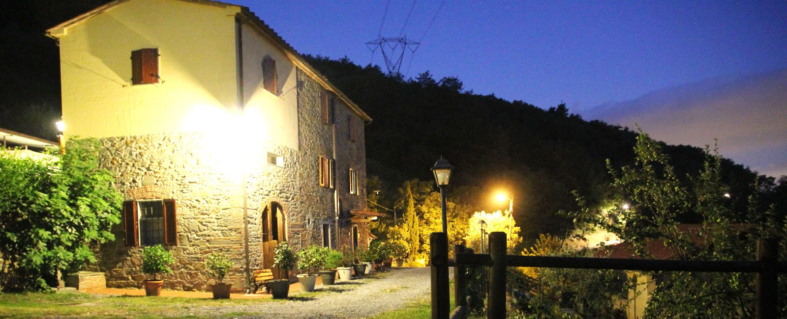 Farmhouse in Tuscany by night