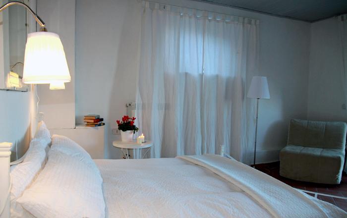 5 camere arredate in stile toscano a pistoia agriturismo for Camere arredate