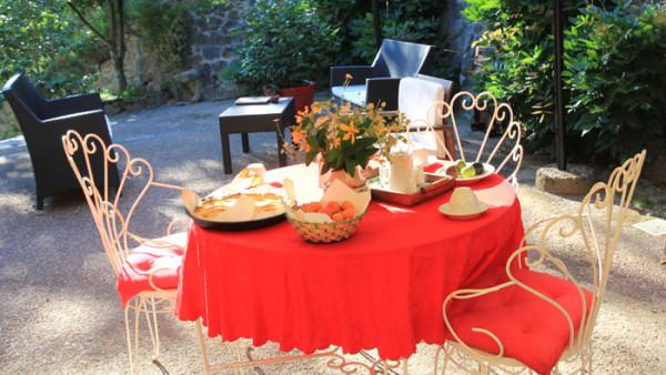 colazione in giardino, agriturismo in Pistoia